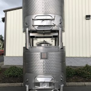 550 Gallon Stackable Wine Totes